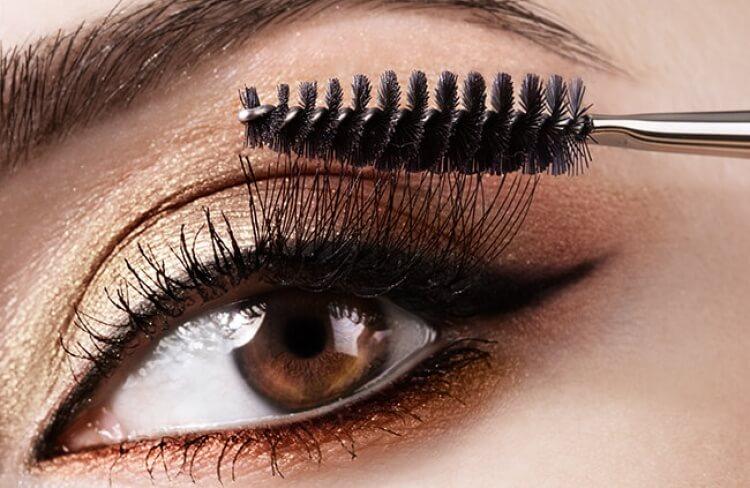 Descubra o traço de delineador ideal para seus olhos